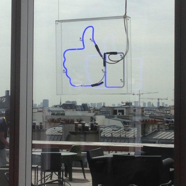 Chez Facebook, sur la terrasse, avec Emmanuelle