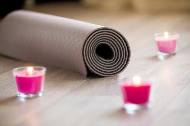 5 accessoires incontournables pour pratiquer le yoga yoburo5 accessoires incontournables pour pratiquer le yoga