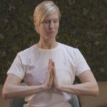 5 questions à … Audrey, professeure de yoga sur chaise chez Yoburo